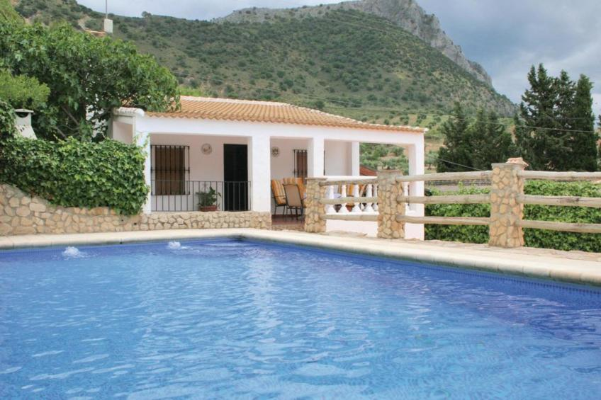 House - 2 Bedrooms with WiFi - 108038