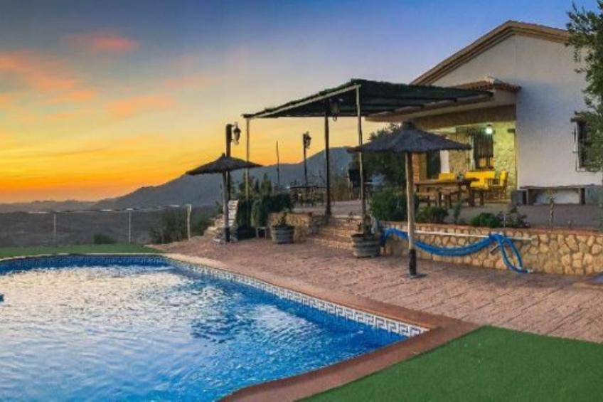 House - 3 Bedrooms with Pool - 108738